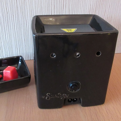 rear of ebony cube warmer