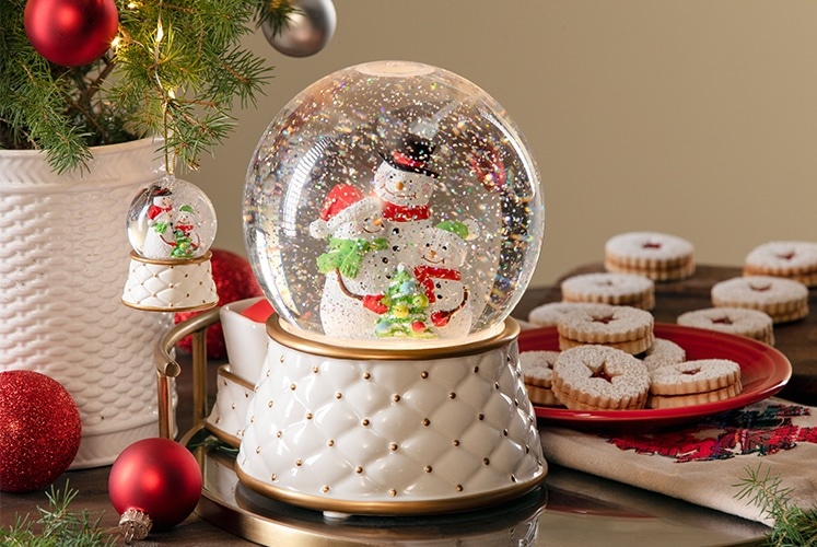 Limited-edition Snow Globe Scentsy Warmer coming soon